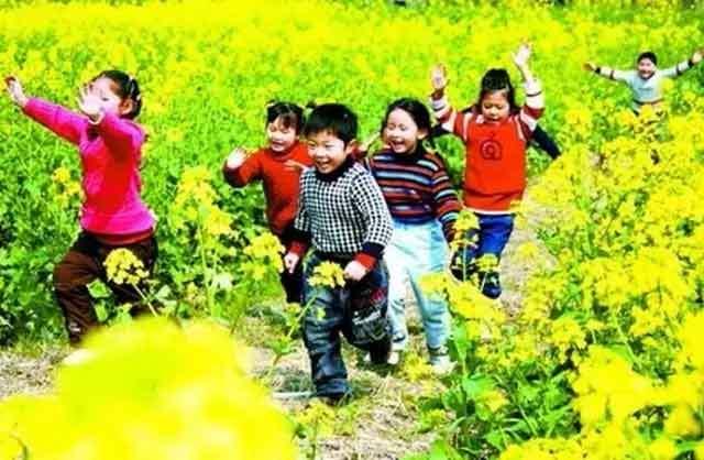 春天儿童旅游图片